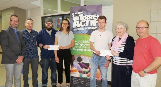 Félicitations au gagnant du 1er prix, Eric Brullemans, et à celle du 2e prix, Alice Beccaria de l'école secondaire des Pionniers